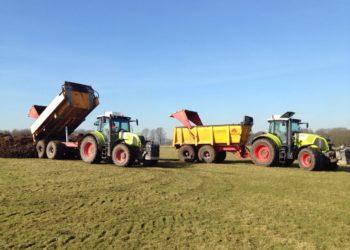 Tractoren Claas Arion en Axion met gronddumpers